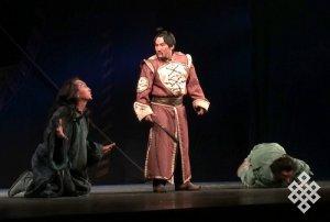 В Российском академическом молодежном театре завершились гастроли театра из Тувы